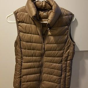 Uniqlo puffy vest